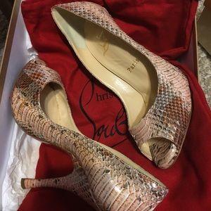 Gorgeous Size 6 Christian Louboutin shoes
